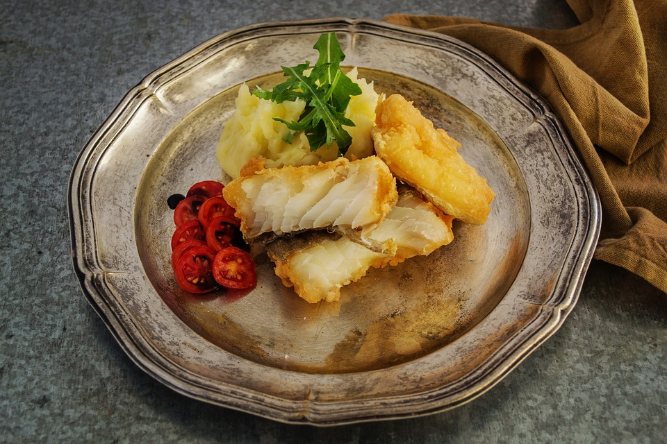 A QUICK GUIDE TO FEASTING ON FISH RESPONSIBLY